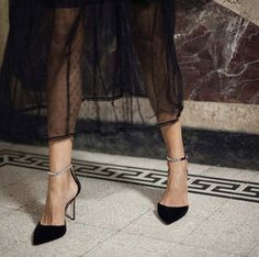 Couple Night Out Outfit Classy Look Fashion, Womens Fashion, Fashion Shoes, Shoes Heels, Pumps, Couple Outfits, Slytherin, Night Out, Ideias Fashion