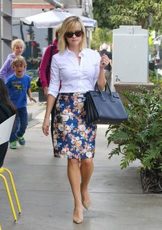 Reese Witherspoon stops by Lemonade in Brentwood, California to grab some lunch on February 18, 2014. #ReeseWitherspoon