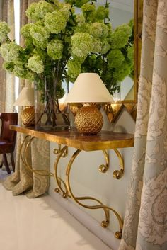 Love this table.  {Via: LUXURIA}