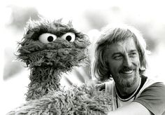 Caroll Spinney, the original performer of Big Bird and Oscar the Grouch for 50 years, has announced he is retiring from Sesame Street tomorrow. Day Of Silence, Mejores Series Tv, Sesame Street Muppets, Oscar The Grouch, Fraggle Rock, The Muppet Show, The Dark Crystal, Jim Henson, Big Bird