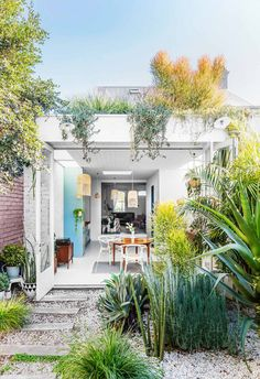 Mission Style Homes, Ranch Style Homes, Facade Architecture, Residential Architecture, Piazza San Marco, Terrace Garden Design, Rome Antique, Bungalow Renovation, Victorian Terrace