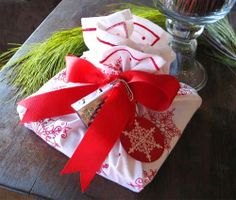 christmas gift wrapping ideas-kitchen towel