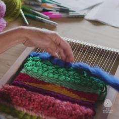 Weaving Loom Diy, Weaving Art, Tapestry Weaving, Hand Weaving, Basket Weaving, Weaving Textiles, Weaving Patterns, Fabric Weaving, Weaving Designs