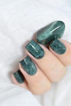 Nails marble Marine Loves Polish - Easy stone marble nail art tutorial - Aventurine stone - s. Marble Nail Designs, Marble Nail Art, Nail Art Designs, Nails Design, Nail Art Vidéo, Manicure Gel, Pedicure, Stone Nail Art, Water Nails