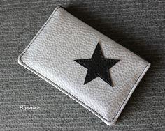 porte-cartes en simili cuir argenté et noir thème étoile