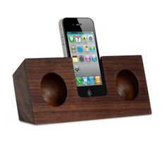 Wood acoustic amplifier for the iPhone. No power, but it brings the volume up to 4 times as loud. Nice!