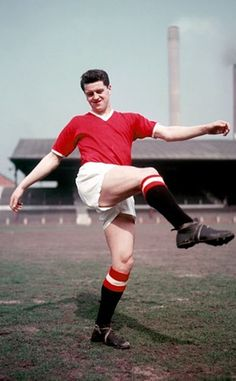 """Thomas """"Tommy"""" Taylor January 1932 – 6 February was an English footballer, who was known for his aerial ability. He was one of the eight Manchester United players who lost their lives in the Munich air disaster. Manchester United Training, Manchester United Images, Manchester United Legends, Manchester United Players, Munich Air Disaster, Tommy Taylor, Man Utd Squad, Bobby Charlton, Association Football"""