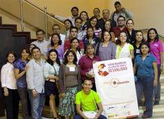 Para presionar a los gobiernos a que rindan cuentas de sus compromisos, trabajamos en colaboración con más de 40 organizaciones de la sociedad civil como la Coalición Mesoamérica.