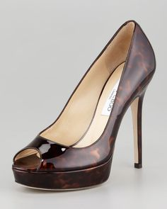 Crown Tortoise-Printed Pump by Jimmy Choo can see future Queen Kate Middleton in these, very sharp look Pump Shoes, Shoe Boots, Women's Shoes, Caged Heels, Louboutin, Stiletto Pumps, Stilettos, Jimmy Choo Shoes, Beige