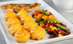 See related links to what you are looking for. Halloumi Burger, Salty Foods, Hungarian Recipes, Food Crafts, Vegetable Side Dishes, Cantaloupe, Cheddar, Sushi, Cake Recipes