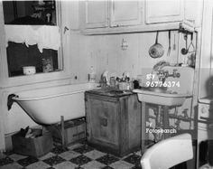 Arnold eagle new york tenement life in the 30 for 1915 bathroom photos