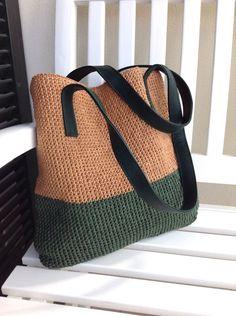 Hasır örgü çantası Çok kullanışlı el örgü çanta. Hafif bir yaz çanta. Hasır ipten örülmüş. İçi.... 228950