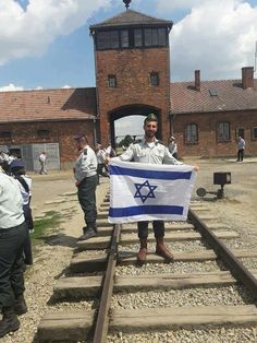 This Druze officer proudly stands to remind us, even in Poland's Auschwitz : NEVER AGAIN! Am Yisrael chai ✡️