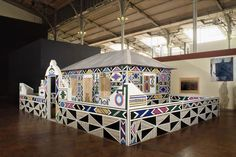 South African artist Esther Mahlangu is known for her brightly coloured paintings and murals in the Ndebele tradition. Her work has captured. Contemporary African Art, Contemporary Artwork, Modern Contemporary, Geometric Painting, South African Artists, Out Of Africa, Exhibition, Mural Painting, The Ranch