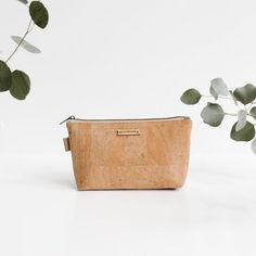 [picked up from symbologyclothing.com] You don't have to let those delicate essential oil bottles roll around in your purse anymore. This beautiful padded bag gives you access to 14 bottles of your faves while you're out and about. Made with earth conscious cork fabric, you'll feel balanced and look great with the CREATOR bag.This essential oil […]