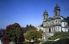 10 experiencias imprescindibles en Braga | Via TusDestinos | 24/07/2016 He visitado Braga muchas veces y la he visto mejorar y modernizarse, haciéndose cada año más atractiva para los miles de turistas que la visitan. Braga es la tercera ciudad de Portugal en número de habitantes y un importante centro económico y cultural en el norte de Portugal. Tiene, además, la ventaja de estar muy cerca de Galicia (unos 80 km, desde Tui) y de Oporto (55, km, aprox.). Photo:Bom Jesus do Monte #Portugal