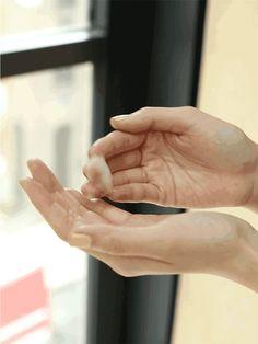 Podstawa przy masażu twarzy - krem lub olejek