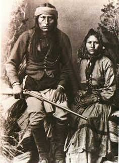 "Cochise, Chiricahua Apache, and His Wife. Cochise (or ""Cheis"") was one of the most famous Apache leaders (along with Geronimo and Mangas Coloradas) to resist intrusions by Americans during the century. Native American Images, Native American Wisdom, Native American Beauty, Native American Tribes, American Indian Art, Native American History, American Indians, Inka, Old West"