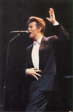 Sound + Vision tour, 1990.