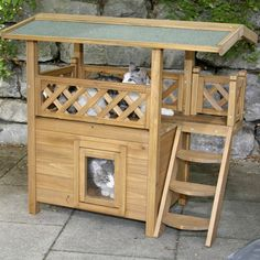 DIY cat house ideas can be made of simple, repurposed materials. These 15 inspirations will help you building cat shelters. Feral Cat House, Cat House Diy, Feral Cats, Kitty House, Outdoor Cat Shelter, Outdoor Cats, Cat House Outdoor, Animal Room, Animal House