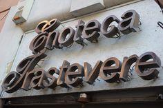 Enotéka sa nachádza v rovnomennej bývalej robotníckej štvrti Trastevere za riekou Tiber, ktorá bývala domovom chudobných a nemajetných ľudí. Bathroom Hooks