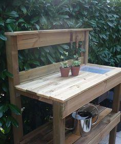 Voici comme promis, la table de rempotage que nous avons fabriquée en 4 heures environ. Elle fait 1m20 de longueur sur environ 50 cm de larg...