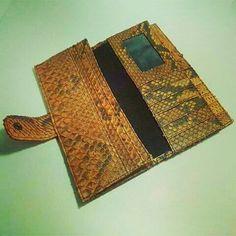 Inside of women wallet snake phyton leather,  100% genuine snake skin leather.  Www.jualtaskulit.com +6285642717764  #fashion #womenbag #bag #leatherctaft #leatherbag #taspari #taskulit #taswanita #tasbranded #whiteblue