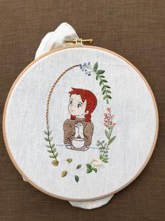 강남프랑스자수공방 10월수업공지 케이블루의 빨간머리앤 커피타임 : 네이버 블로그 Embroidery Hoop Crafts, Hand Embroidery Videos, Hand Embroidery Stitches, Hand Embroidery Designs, Cross Stitch Embroidery, Embroidery Patterns, Brazilian Embroidery, Fabric Art, Anne Green