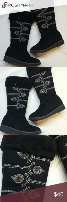 *Final Price * Black boots Toddler girl  black boots with a studded pattern in good condition. Size 33 (us 2) Shoes Boots