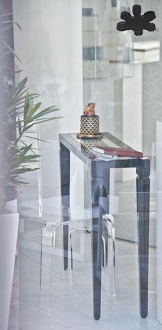 Acrylic interiors - Acrylic console table lucite - CONSOLLE IN PLEXIGLASS | Consolle in plexiglass nero 01.mod. LV1 | Consolle plexiglass cm.120 x 30 h.80 - telaio sp.mm.40 - gamba sez.mm.60 - ripiano inferiore in vetro sp.mm.8 #lucite #design #homedecor #acrylic