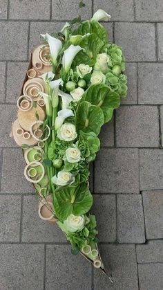 Funeral Bouquet, Funeral Flowers, Funeral Flower Arrangements, Modern Flower Arrangements, Deco Floral, Arte Floral, Fresh Flowers, Beautiful Flowers, Centerpieces