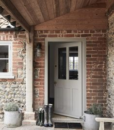 Eden Hall Cottage Norfolk – British family getaway – Entrance – Diet and Slimming Style Cottage, Cottage Living, Cottage Homes, Brick Cottage, Cottage Porch, Back Doors, Entry Doors, Transformer Un Garage, Cottage Front Doors