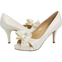 white snow white style shoes. these will be mine.