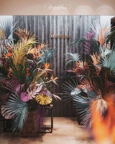 Ways to play with colours while decorating a wedding Bridal Pursuit is part of Wedding decorations - Arte Floral, Deco Floral, Floral Design, Floral Style, Decoration Evenementielle, Flower Installation, Flower Wall, Dried Flowers, Event Decor