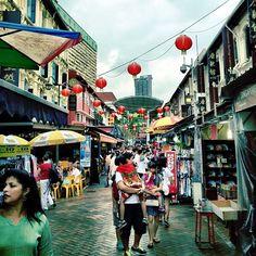 Chinatown, beautiful isn't it :) #chinatown #iphone4s #newyear #lunarnewyear #cny #singapore #old #heritage #history #street #guosheng #guoshengz