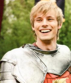 I LOVE Merlin, so I could not help but image some sort of Merlin/Captive Prince cross over. King Arthur (Bradley James) fit well to the part of Laurent in my mind. Tarzan, Roi Arthur, James Arthur, James 3, Lgbt, Prince Arthur, Merlin Fandom, Merlin Colin Morgan, Merlin Cast
