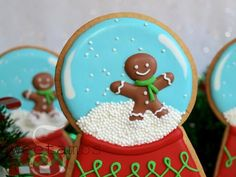 This snow globe cookie project is part of a collaboration with Elisa Strauss of Confetti Cakes. She makes really amazing sculpted cakes and she has lots of tutorials on her YouTube channel to show you how to make them yourself!Elisa came up with thi.