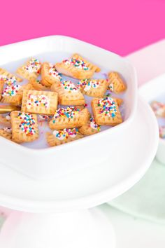 Mini pop tart cereal by Aww, Sam Fun Desserts, Delicious Desserts, Dessert Recipes, Yummy Food, Brunch Recipes, Crunch Cereal, Keto Cereal, Homemade Cereal, Cereal Recipes