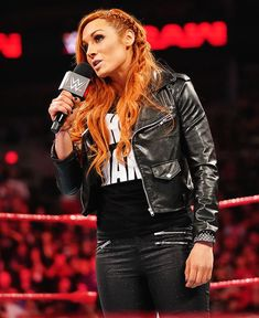 Raw Becky Lynch reveals she will challenge Ronda Rousey at WrestleMania Wrestling Superstars, Wrestling Divas, Women's Wrestling, Becky Wwe, Wwe T Shirts, Female Wrestlers, Wwe Wrestlers, Wwe Pictures, Wwe Women's Division