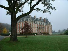 Discover the world through photos. France Europe, Paris France, French Castles, Limoges, Luxury Estate, Classic Architecture, Manor Houses, Beautiful Castles, Limousine