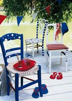 Déco DIY 14 juillet Painted Chairs, Painted Furniture, Outdoor Chairs, Outdoor Furniture, Outdoor Decor, Chaise Diy, Red White Blue, Wood, Painting