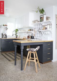 You have got a small kitchen, we've got ideas to make it better - including tips, pictures, and storage solutions. Look out design inspiration from these awesome small kitchen design ideas. Kitchen Photos, Kitchen On A Budget, New Kitchen, Kitchen Decor, Kitchen Small, Kitchen Wood, Kitchen Tips, Kitchen Layout, Very Small Kitchen Design