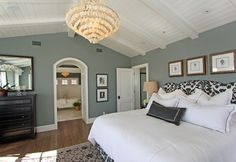 Sherwin Williams Comfort Gray- want this color for my new room! Bedroom Orange, Bedroom Colors, Gray Bedroom, Green Master Bedroom, Master Bedroom Layout, Bedroom Country, Stylish Bedroom, Master Bathroom, Home Staging