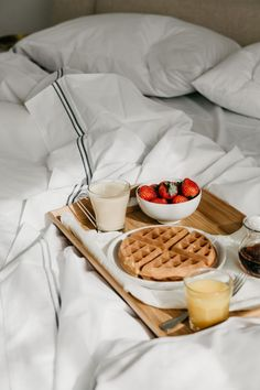 10 Beautiful Design-Forward Bed & Breakfasts in the U. 10 Beautiful Design-Forward Bed & Breakfasts in the U. Romantic Breakfast, Morning Breakfast, Breakfast In Bed, Birthday Breakfast, Protein Breakfast, Breakfast Ideas, Good Morning, Quick Recipes, Popular Recipes