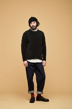 This pairing of a black crew-neck sweater and navy jeans is the ultimate casual style for today's man. For something more on the sophisticated end to complete your look, add black leather loafers to your look. Streetwear Mode, Streetwear Fashion, Stylish Boys, Black Leather Loafers, Navy Jeans, Men Looks, Trending Outfits, Long Sleeve Shirts, Winter Fashion