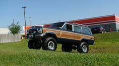 So that is why I like this Hot Wheels Wagoneer so much. It is the only Jeep I like, it is done 4x4-style like the Wagoneers I see in my beloved Moab