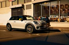The MINI Cooper SE is the brand's first all-electric car, designed in the style of MINI's iconic Cooper range. Actor Steve Mcqueen, All Electric Cars, Bmw, Mini Cooper S, Car Videos, British History, Car Ins, Adventure, Spirit