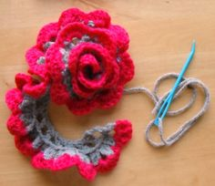 pink and grey flower headband pattern. 2 different versions of the crocheted flower. I need better flower patterns! Love Crochet, Crochet Motif, Diy Crochet, Crochet Crafts, Yarn Crafts, Crochet Stitches, Crochet Projects, Crochet Appliques, Crochet Trim