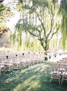 Romantic outdoor ceremony under a willow tree: http://www.stylemepretty.com/2015/11/12/summer-willow-tree-wedding-at-black-swan-lake/ | Photography: Jose Villa - http://josevilla.com/