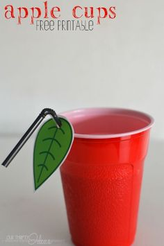 Free printable leaves for your straws to make an apple cup for back to school party